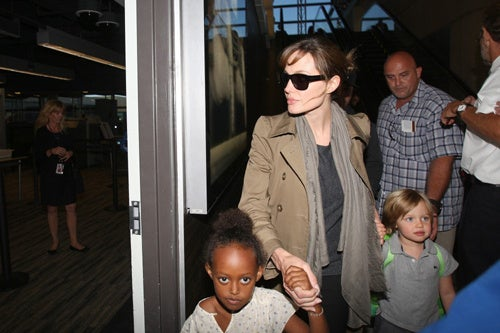 Angelina, Zahara & Shiloh Have A Flight To Catch