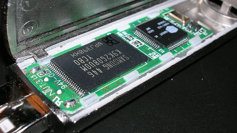 Insane Blasts of Heat Could Make Flash Memory Live Longer Than Ever