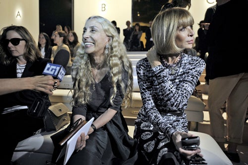 Anna Wintour Tries To Pretend She's Not Being Upstaged