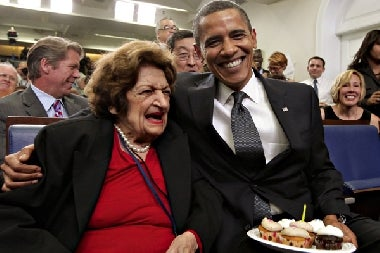 Obama Gives Helen Thomas Cupcakes For Her Birthday