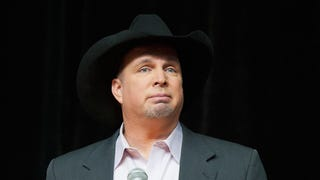 Garth Brooks Cancels Performance In Wake of Ferguson Decision