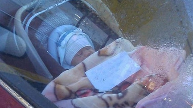 Mother Goes Shopping, Leaves Baby Inside Car with Note Asking Passers-By to Call Her with Any Problems