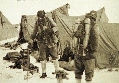 Search For a Frozen Camera Could Rewrite History Books On Everest's First Climbers