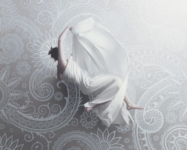 Stunning hyperrealistic oil paintings of women floating in zero gravity