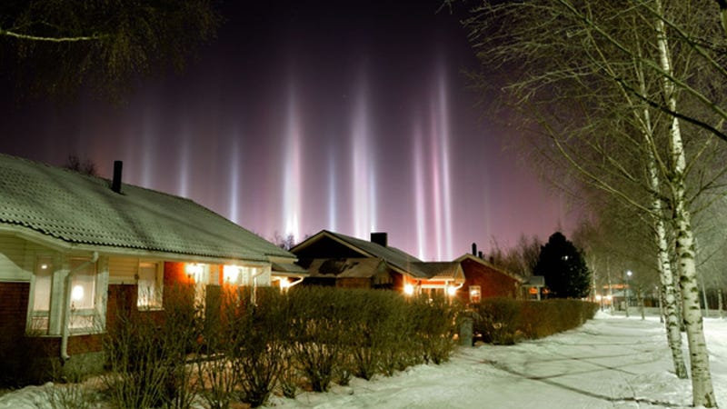 These incredible light columns are caused by ice crystals