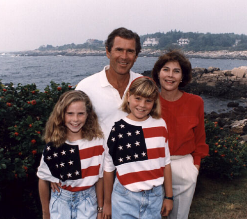What Politicians' Family Portraits Say About Them