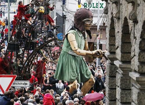 Gigantic Marionettes Invade Berlin