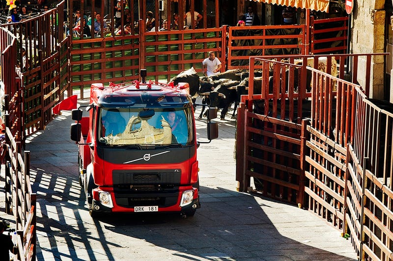 Viral Video: New Volvo FL Chased By Bulls