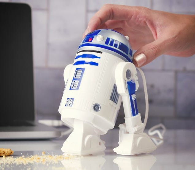 This Desk Vac Proves R2-D2's an Awesome Sidekick Even When He Sucks