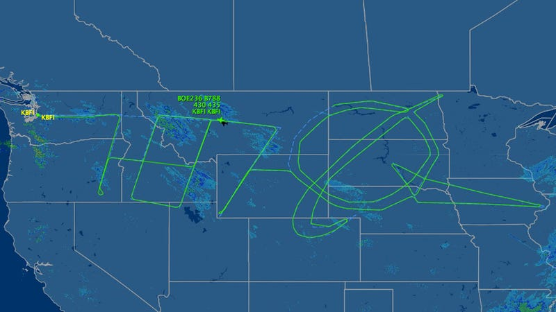 A 787 Dreamliner Drew the Boeing Logo Across the United States
