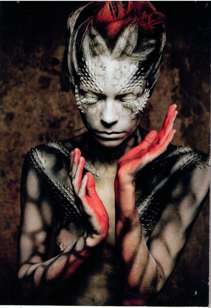 Impressive body painting transforms women into aliens [NSFW]