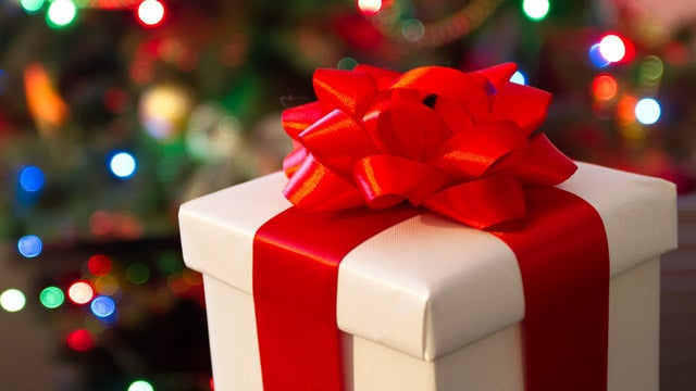 Woman Gives Birth Under Her Christmas Tree On Christmas Day