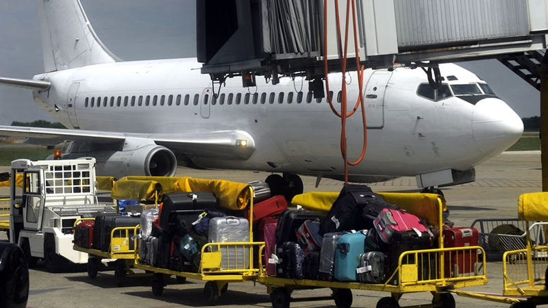 American Airlines Worker Leaves Offensive Note On Passengers' Luggage