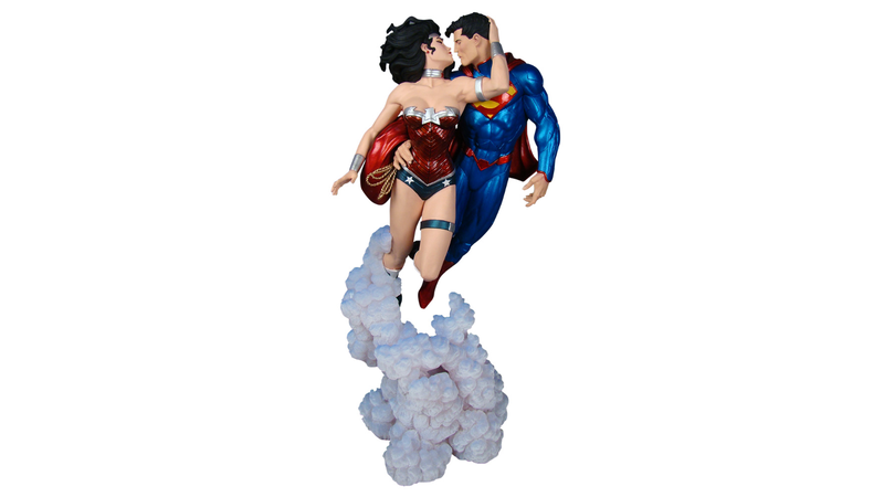 "Check Out This Exclusive Look At the New Justice League Statue ""The Kiss"""