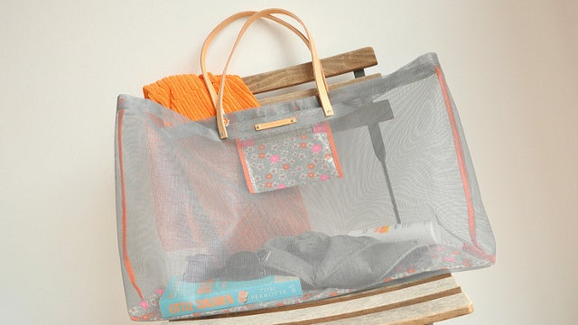DIY Beach Bag Made from Window Screen Material Doesn't Retain Sand