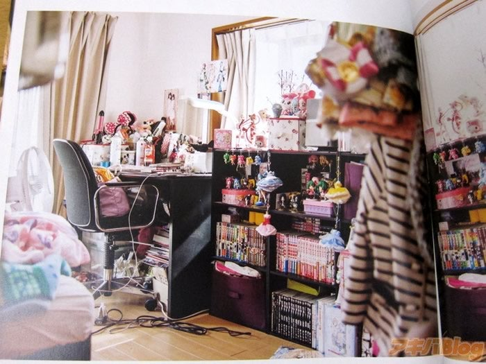Inside the Rooms of Female Otaku