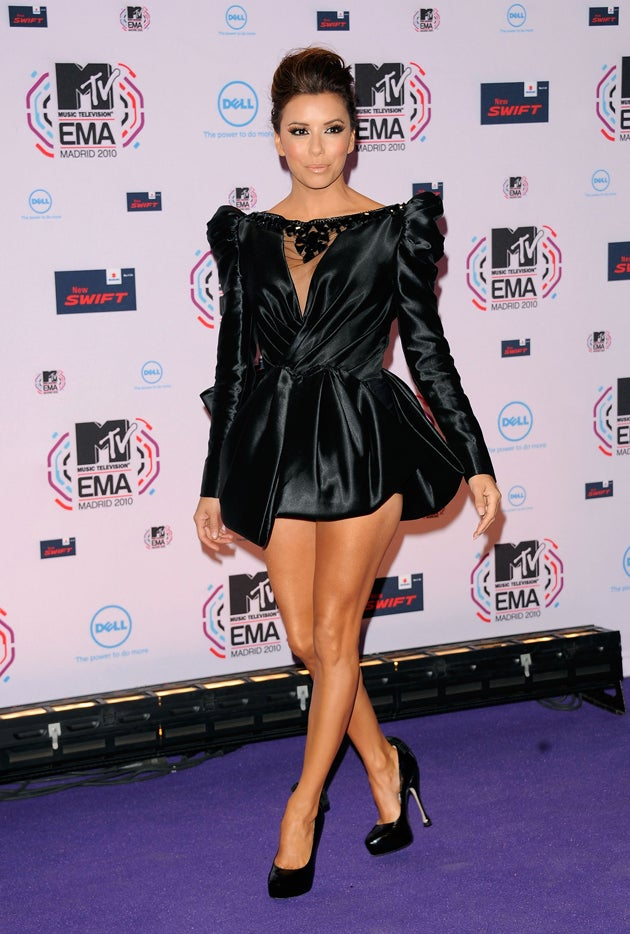 11 Outfits Worn By Eva Longoria & Her Thighs During A Single Awards Show