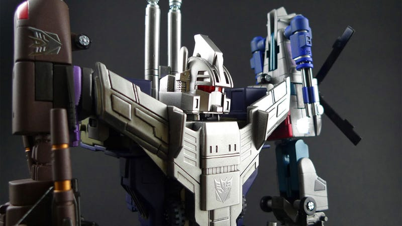 The Combaticons Combine to Form Bruticus in Transformers: Fall of Cybertron