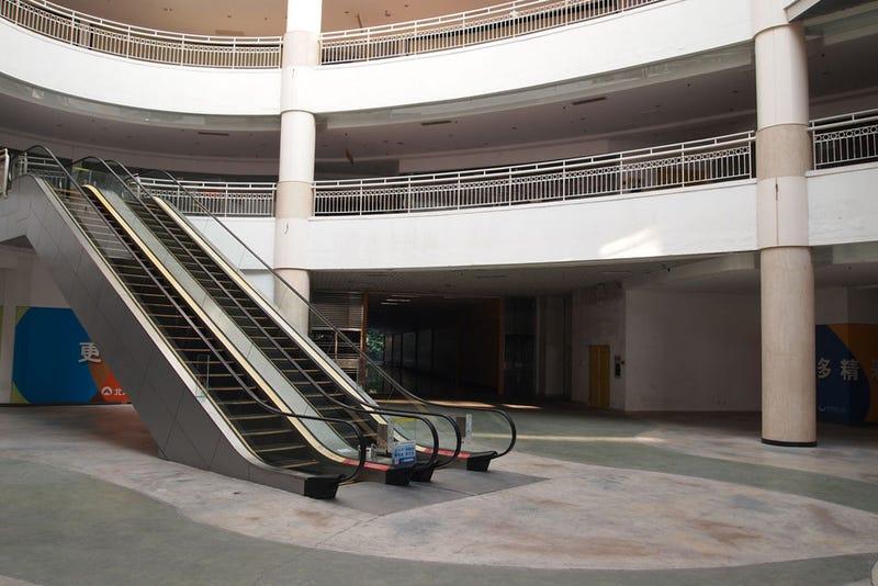 El centro comercial más grande del mundo es un desierto