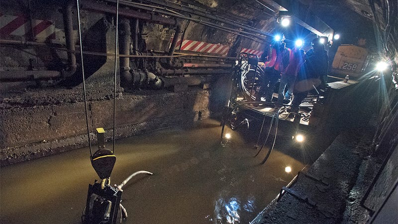 This New York Subway Tunnel Looks Like Some Sci-Fi Disaster Movie Set Right Now