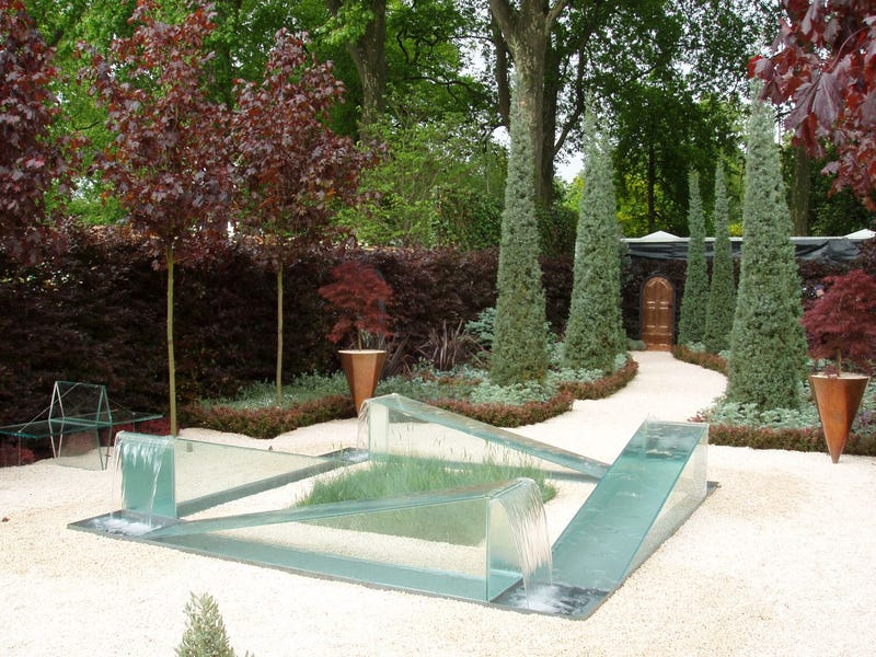 James Dyson's 'Wrong Garden' Optical Illusion Makes Water Flow Uphill