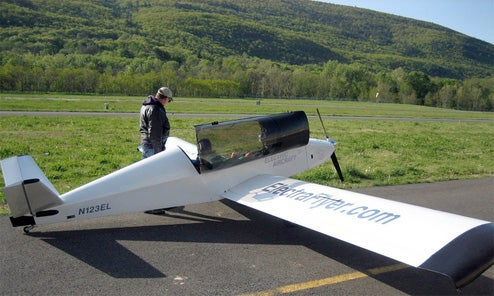 Lightweight Batterly-Powered ElectricFlyer C Mini-Plane Takes Off On The Cheap