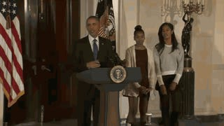 Malia and Sasha Obama Are <em>Over</em> the Stupid White House Turkey Pardon