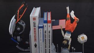 The Ending of <em>Portal 2</em> Dramatically Rendered as LEGO Bookends