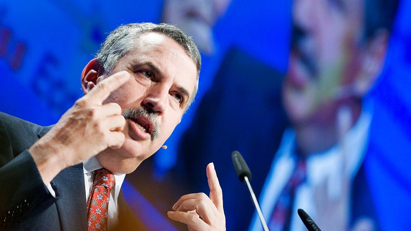 Thomas Friedman Calls for Sleeve-Rolling