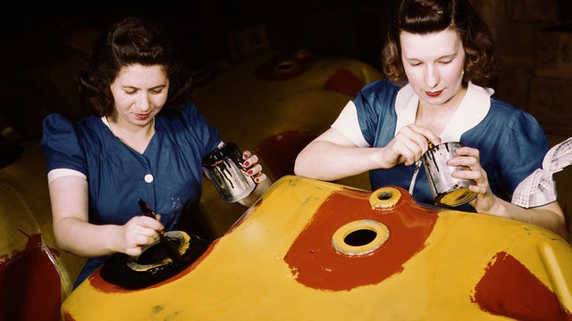 Stunning, Rare Photos of the Women Workers of WWII