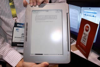 Hands-On With The enTourage eDGe Dualbook Gallery