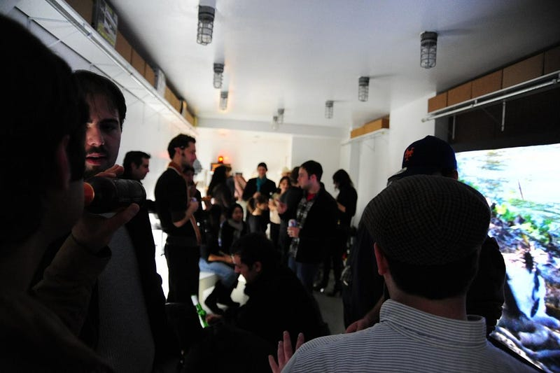Scenes from Last Night's Giz Gallery Meetup: Beer, Pizza and CoD4 on a 103-Inch TV
