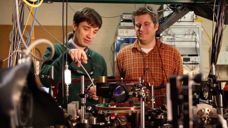 Physicists Successfully Tie the Very First Quantum Knots
