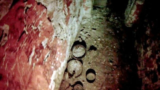 Glimpses of an Old Mayan Tomb Finally Photographed With Mini-Camera