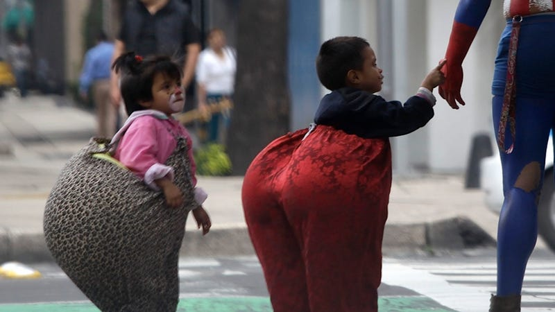 Blonde-Haired Child Beggar in Mexico Sparks a Not-So Polite Discussion About Racism