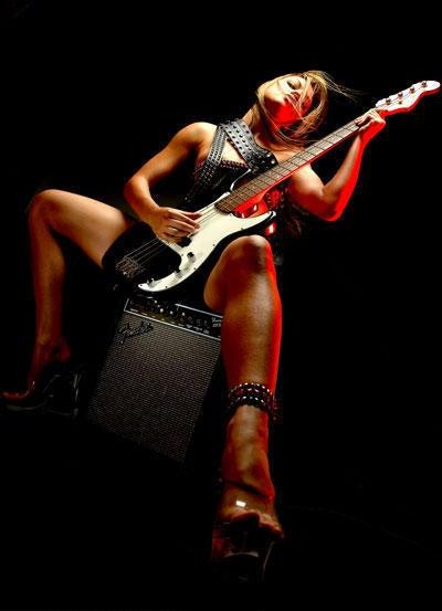 Chicks With Guitars. Jamboroo, Week 16.