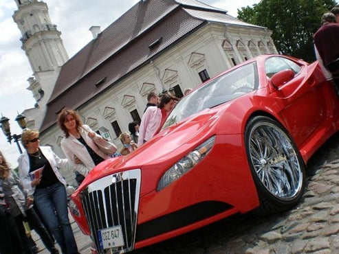 Russians Turn CL Mercedes Into Red Menace, We Show You How