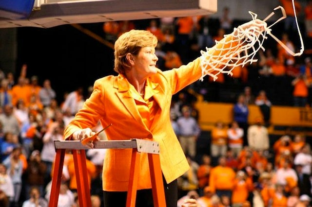 Pat Summitt Diagnosed With Dementia, Will Still Coach This Season (Updated With Summitt's Taped Statement)