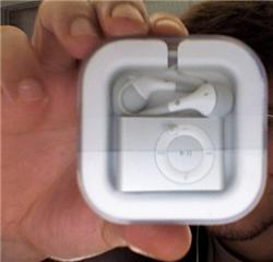DIY 2G iPod Shuffle travel case