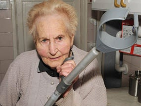 86-Year-Old Beats Burglar, Makes Him Cry