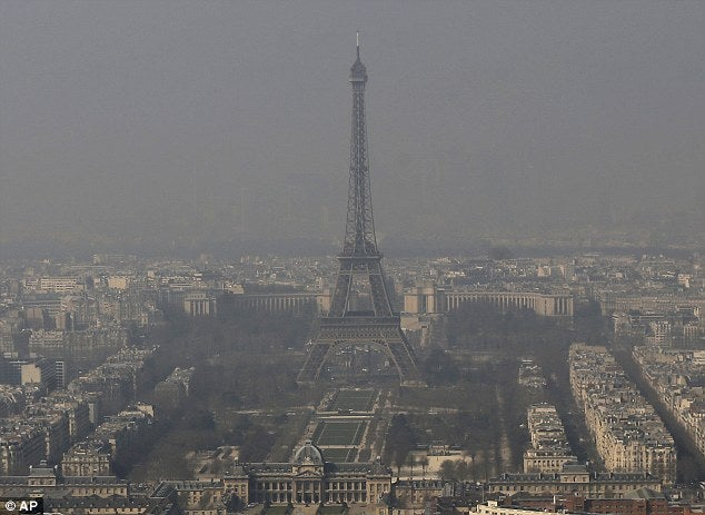 France announces temporary alternating ban on driving in Paris city centre