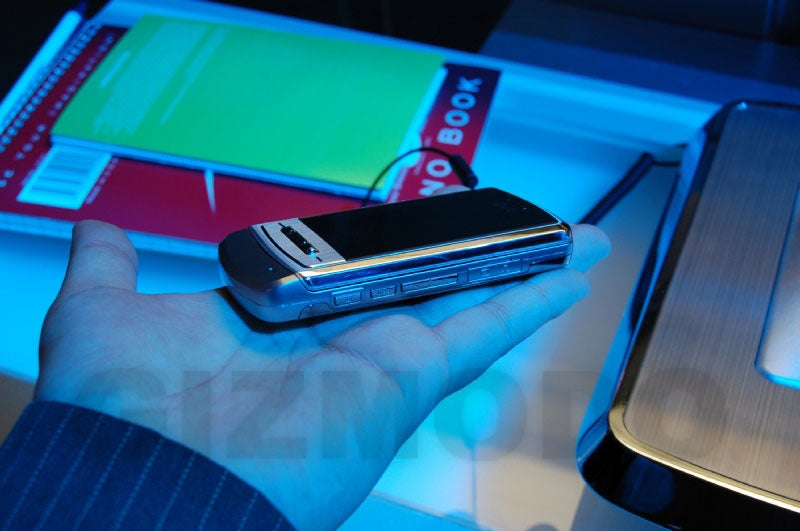 Gizmodo Gallery: Hands-On with the LG Shine