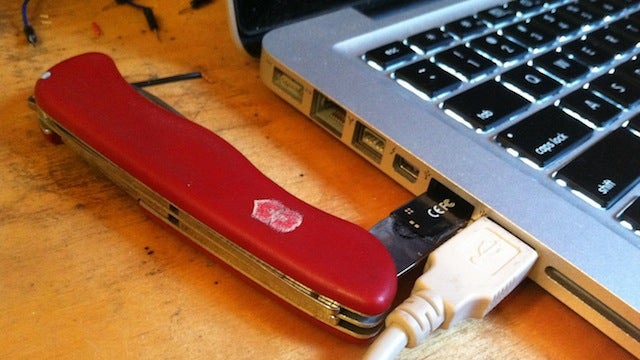 Hack a USB Flash Drive into a Swiss Army Knife