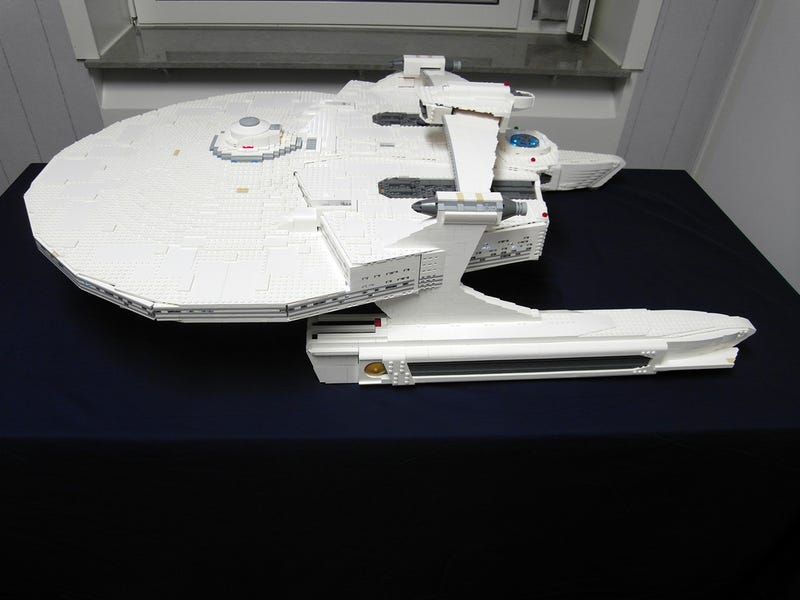 Star Trek's USS Reliant in 10,000+ LEGO bricks (Ceti eels not included)