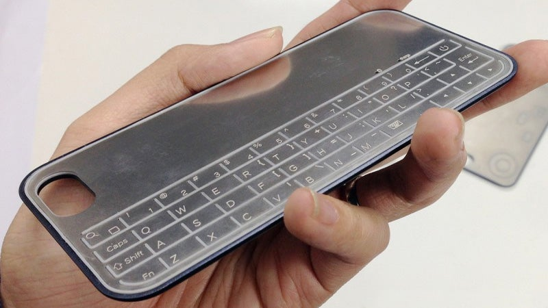 Ultra-Thin Magnetic Keyboard and Controller Won't Fatten Up Your iPhone 5