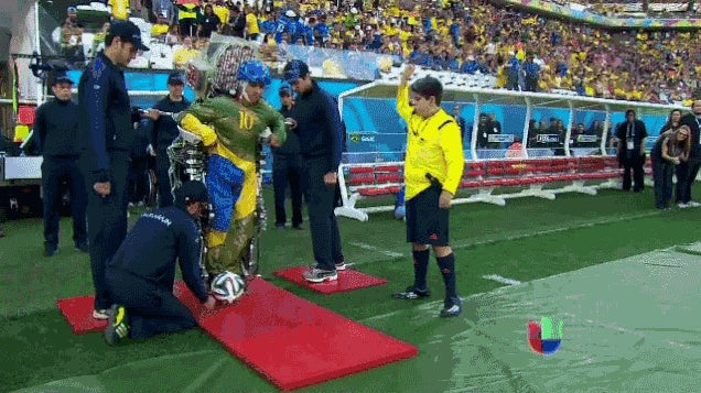 Así fue la inauguración del Mundial con el polémico exoesqueleto