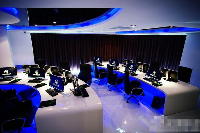 Beijing's New Swanky Internet Cafe Has Insane Fees