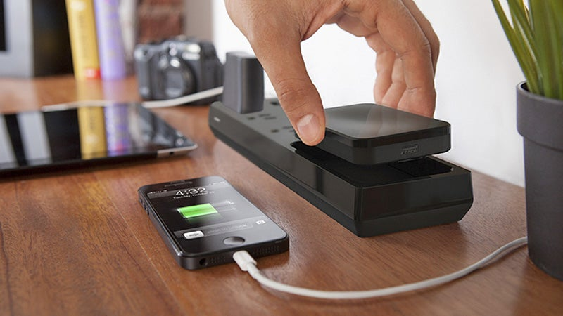A Power Bar With a Removable Battery Charges Your Devices Wherever You Roam