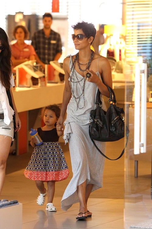 Halle Berry & Daughter Are Very Stylish Shoppers