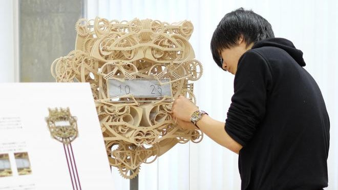 This Impossibly Complicated Mechanical Clock Re-Writes the Time Every Minute